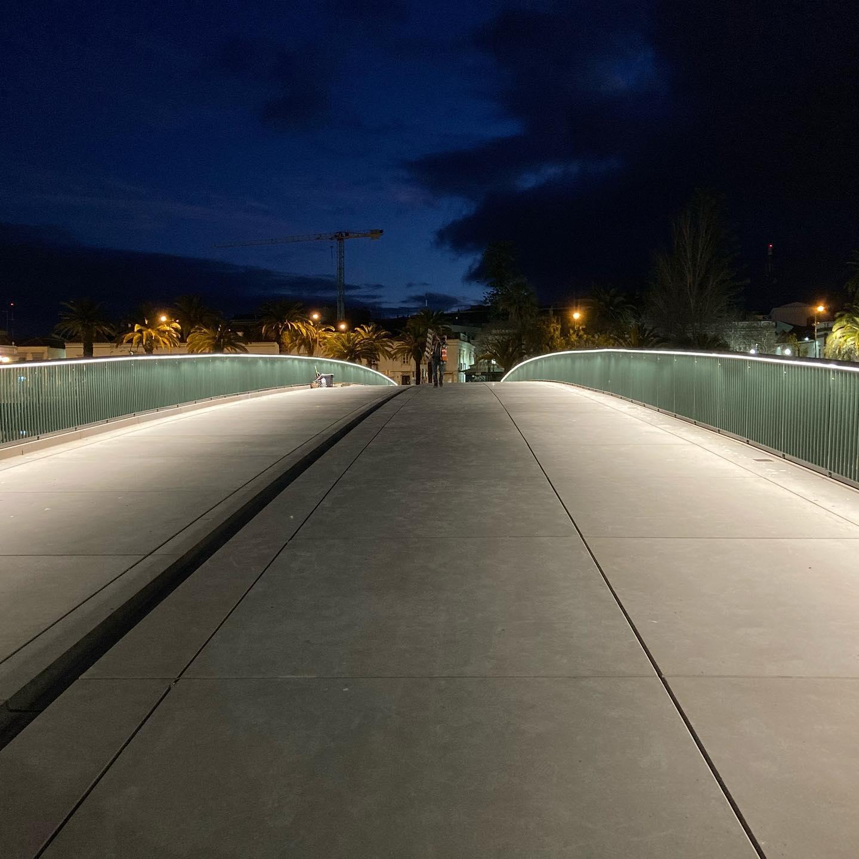 New bridge in Tavira by @appletondomingos #lightingdesign  by Filamento #nighttimedesign #publicspace #womeninlightingportugal